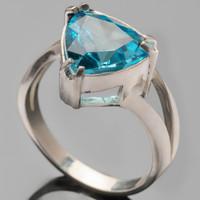 Серебряное кольцо 925 пробы с фианитами арт. 416к