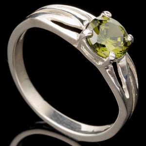 Серебряное кольцо 925 пробы с фианитами арт. 560к