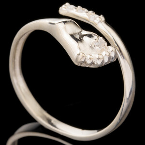 Серебряное кольцо 925 пробы с фианитами арт. 629к