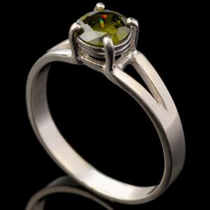 Серебряное кольцо 925 пробы с фианитами арт. 533к