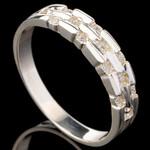 Серебряное кольцо 925 пробы с фианитами арт. 647к