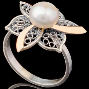 Серебряные кольца с жемчугом и золотом арт. 675к