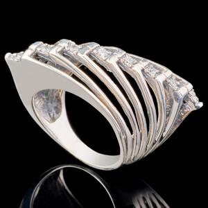 Серебряное кольцо 925 пробы с фианитами арт. 664к