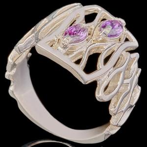 Серебряное кольцо 925 пробы с фианитами арт. 665к