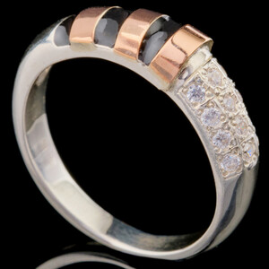 Серебряное кольцо 925 пробы с эмалью арт. 257к