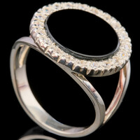 Серебряное кольцо 925 пробы с фианитами арт. 724к